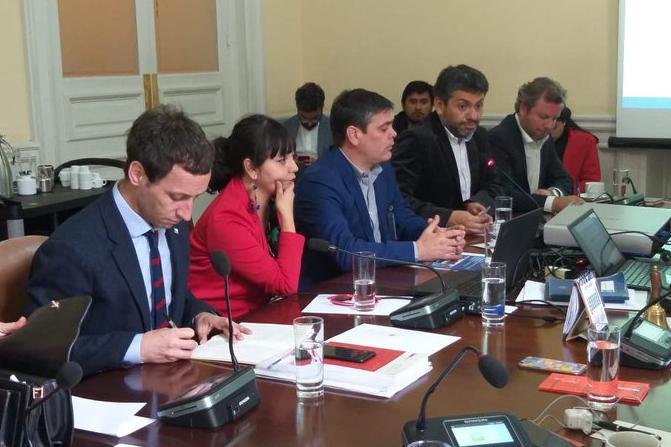 30.09.2019 — Alcalde de Arica Gerardo Espindola y representante de la Cámara chilena de la construccion regional.