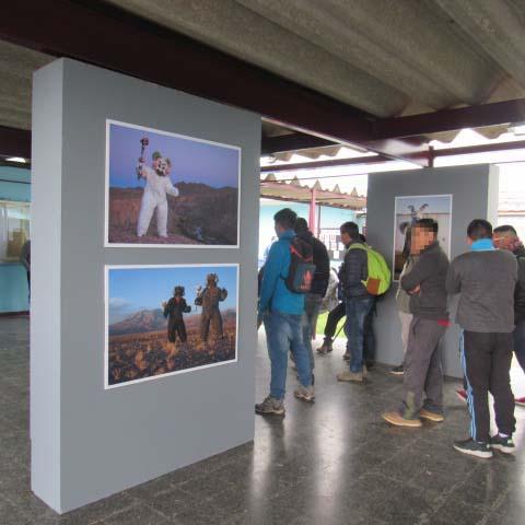 """Exposición de fotografía """"Bailarines del desierto"""", en Centro Penitenciario Colina 1. Créditos: Gendarmería de Chile"""