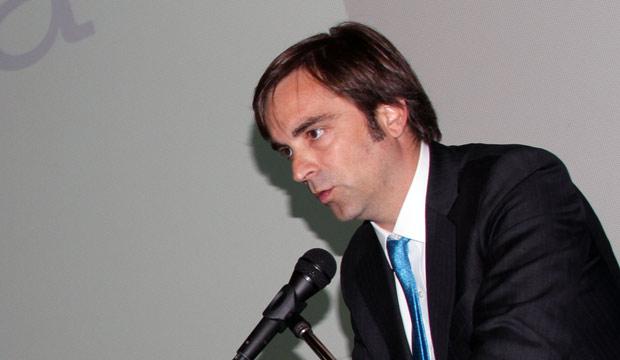 ministro llama a diplomaticos a llevar mas cultura a chile