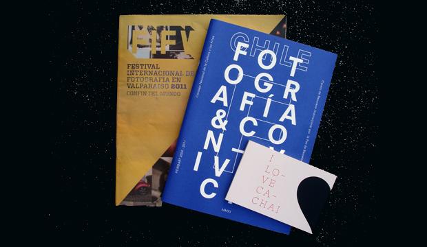 area de fotografia entrega libros a universidades