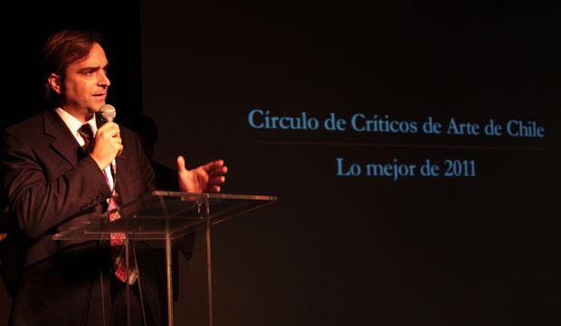 Ministro Cruz-Coke recibe reconocimiento para la Orquesta de Cámara