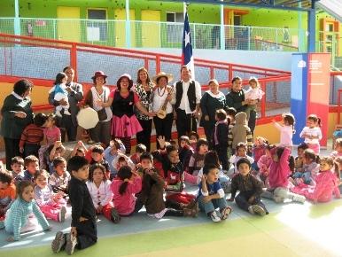 Cuenta cuentos en jardín infantil Juan Pablo II