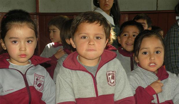 niños de la escuela monseñor guido beck