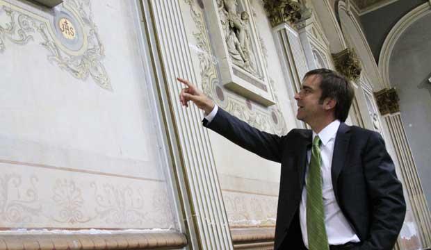 Ministro Cruz-Coke da a conocer hallazgo de murales de la iglesia más antigua de Valparaíso