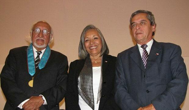 Entrega grado doctor Honoris Causa a Lautaro Núñez