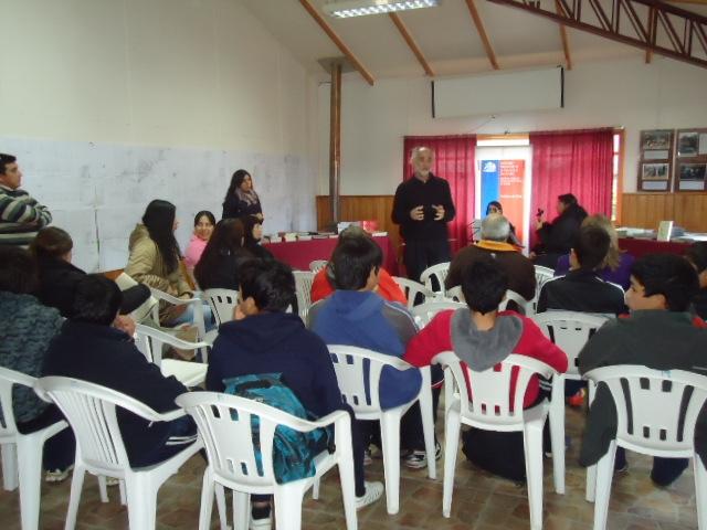 Entrega de libros en Puyuhuapi