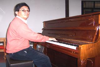 Felipe Nahuelpán profesor de la Escuela de Música de Coyhaique
