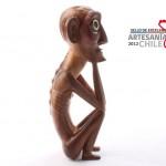 Moai MANA'U: De Tomás Tuki, de Rapa Nui, quien en 2011 obtuvo el Sello de Excelencia por su pieza Kava Kava. El MANA'U es una réplica de una escultura en madera nativa de los ancestros rapanui. Tallada a mano en makoi, madera nativa de la isla, con herramientas diversas que van desde el kauteke (hacha de mano) hasta implementos más finos como formones
