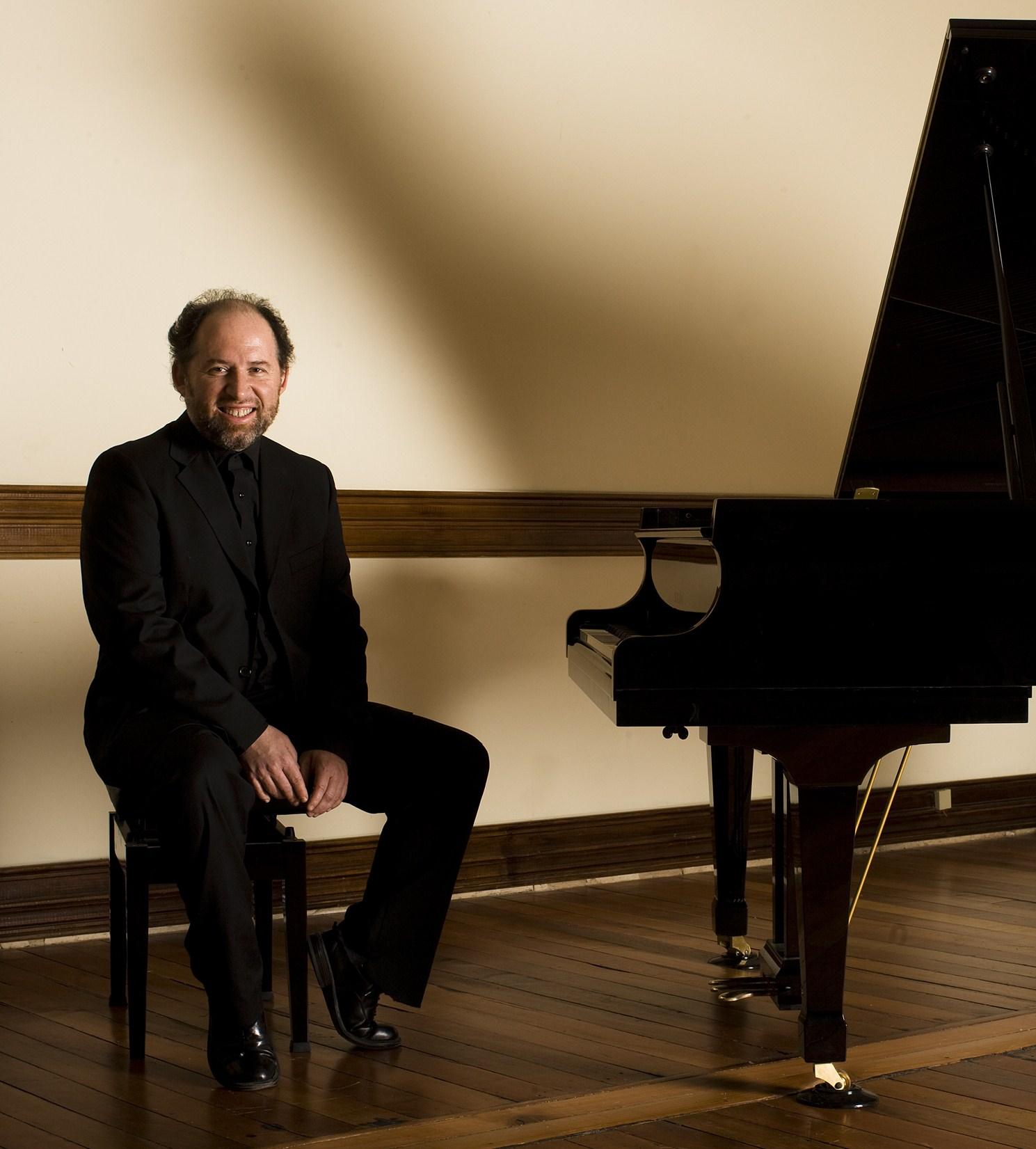 El pianista chileno Luis Alberto Latorre se presentará el 25 de julio en el Centro Cultural de San Fernando.