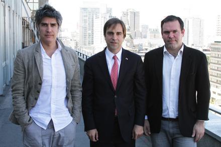 alejandro aravena, ministro cruz-coke y el curador bernardo valdes