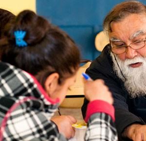 El reconocido payador Fernando Yáñez imparte el taller de Canto Popular.