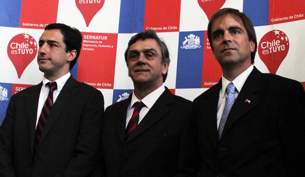 Ministro Cruz-Coke junto a Daniel Pardo, director de Sernatur, y Pablo Longueira, Ministro de Economía.