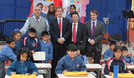 Ministro Cruz-Coke junto a las autoridades de la Escuela República de Italia, de Tierras Blancas en Coquimbo, sus alumnos y Matías Awad, Director Regional de Coquimbo del Consejo de la Cultura