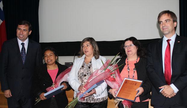 Ministro Cruz-Coke junto al Intendente de Coquimbo, Sergio Gahona, y las empresarias reconocidas con los Premios PYME de la Región de Coquimbo