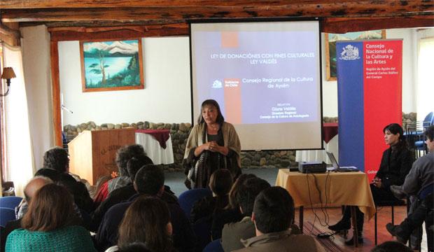 Gloria Valdés dictó charla sobre Donaciones Culturales