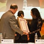 Lina Meruane recibe premio en FIL