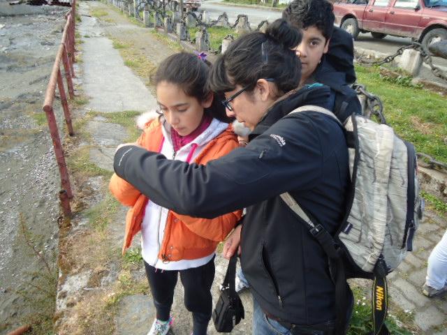 Talleres de fotografía dirigidos a niños realizados el año 2012 en Melinka