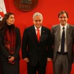 Ministros Larraín, Schmidt y Cruz-Coke junto al Presidente Piñera y Magdalena Krebs, directora Dibam, durante la firma del proyecto de ley del Ministerio de Cultura