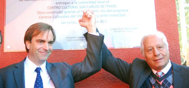 Ministro de Cultura, Luciano Cruz-Coke y el alcalde de San Carlos, Hugo Naim Gebrie
