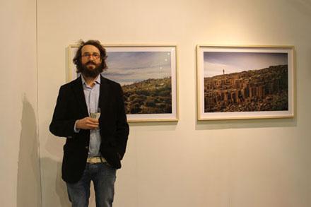 El artista Nicolás Sánchez y sus obras en Feria Pinta London