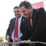 Firma Convenio de Cooperación: Ministro Ampuero e Iván Borcoski, Secretario Ejecutivo de la Asociación Chilena de Municipalidades