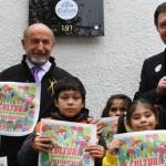 Ministro Ampuero y Roberto Hoppman junto a niños presentan Cultura en Invierno