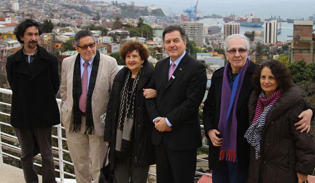 Ministro Roberto Ampuero y el jurado del Premio Premio Iberoamericano de Poesía Pablo Neruda en La Sebastiana.