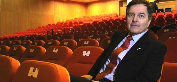 Ministro Ampuero en nuevo teatro regional