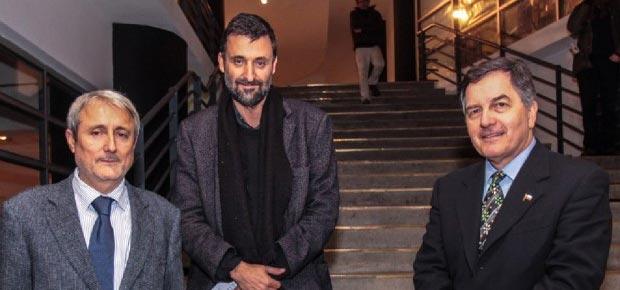 Aldo Valle, rector de la Universidad de Valparaíso, Cristián Warnken, director del sello, y Roberto Ampuero, ministro de Cultura.
