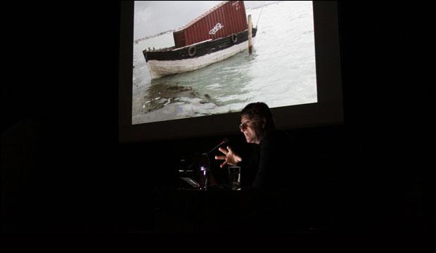Alfredo Jaar presenta catálogo de la obra que nos representa en Bienal de Venecia 2013