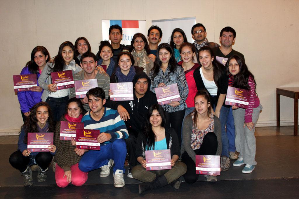 Más de 20 jóvenes bailarines y artistas escénicos de la región de Los Ríos se capacitaron en el seminario de formación en danza financiado por el Fondart Regional este 2013.
