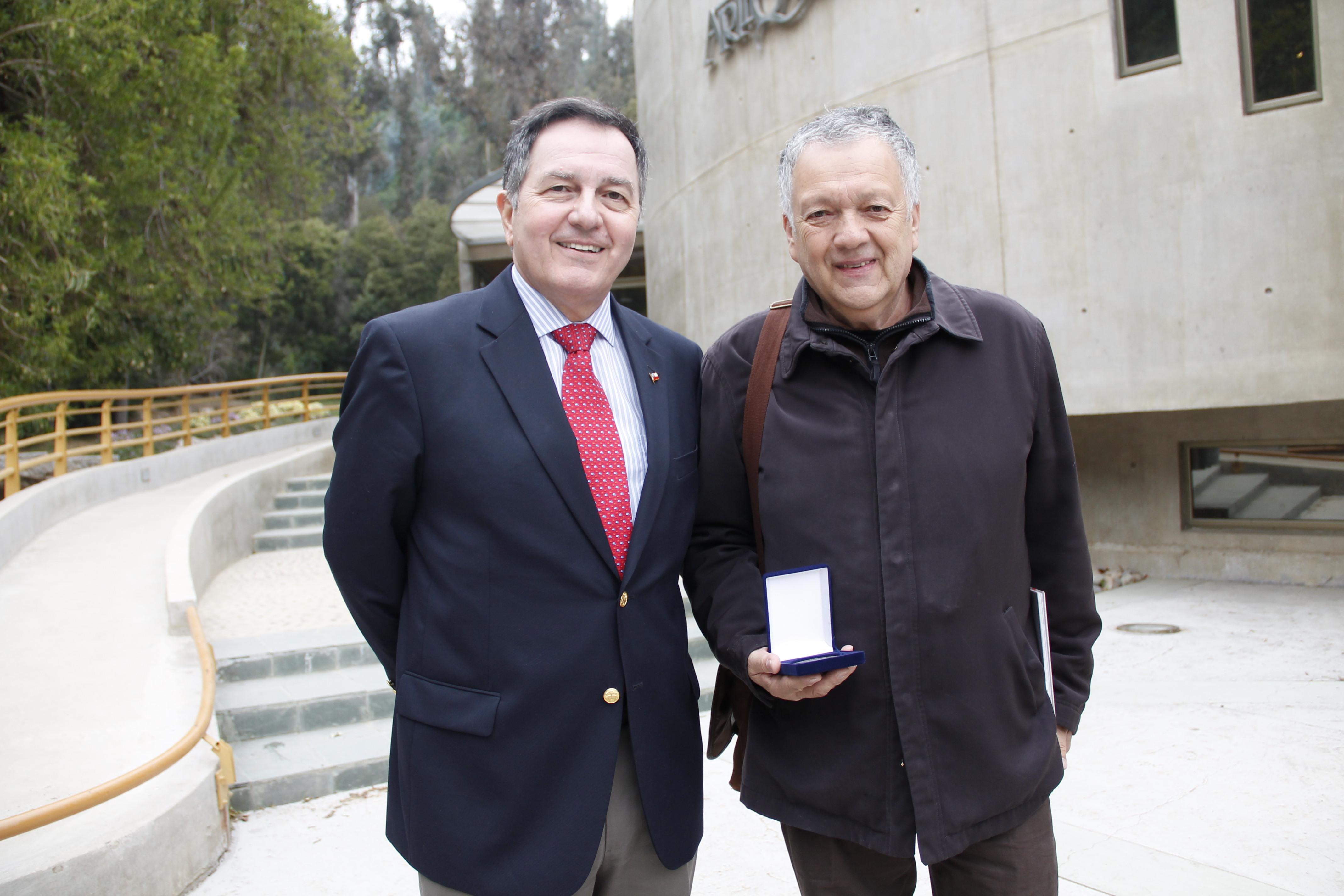 El reconocimiento fue entregado por el Ministro de Cultura en el Museo Artequin de Viña del Mar, otro de los lugares distinguidos.