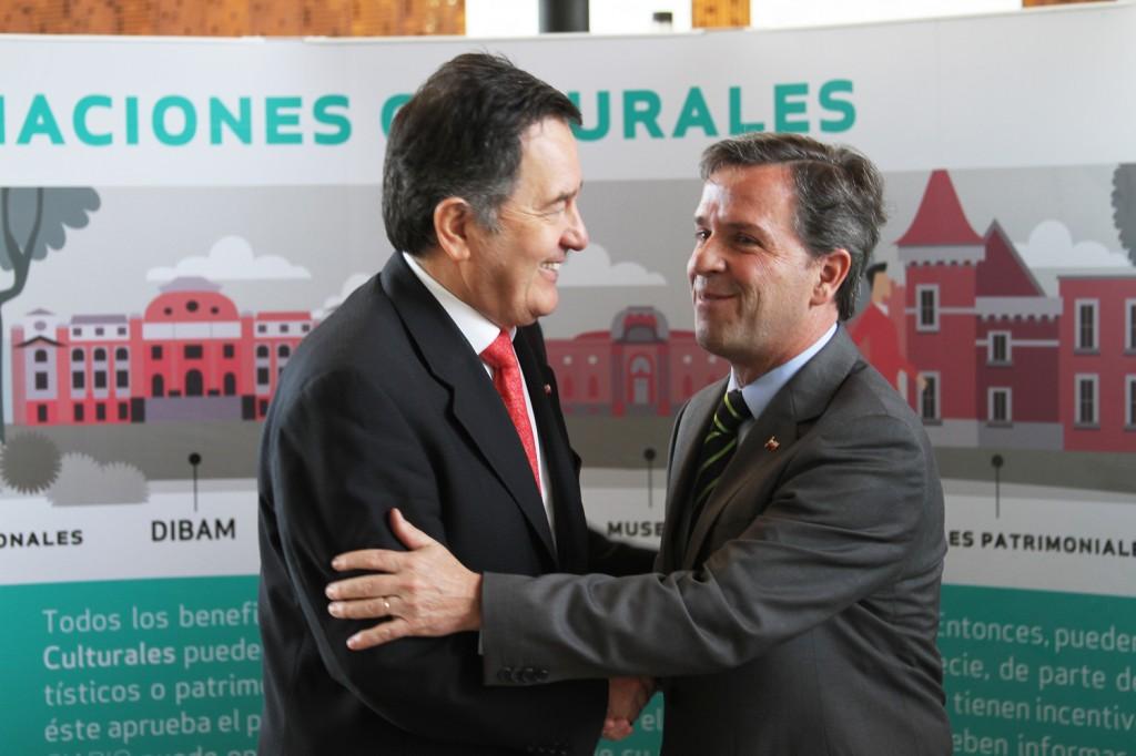 Ministro Ampuero y Ministro De Vicente