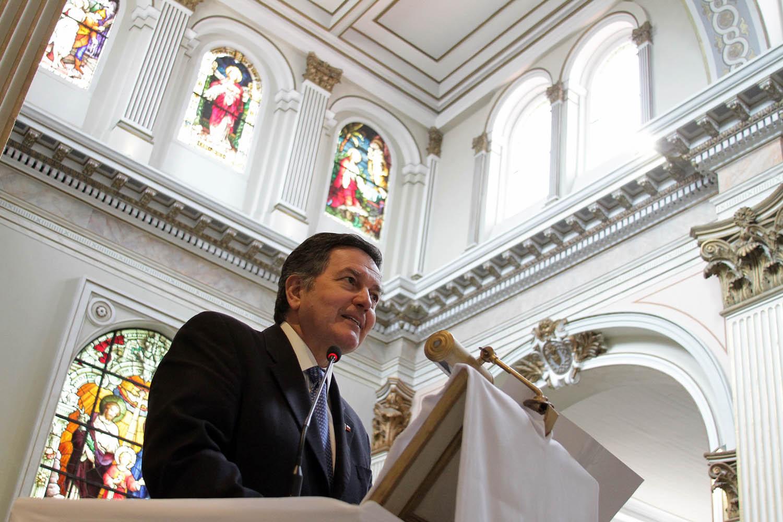 Ministro de Cultura Roberto Ampuero en la Iglesia Sagrado Corazón de Jesús