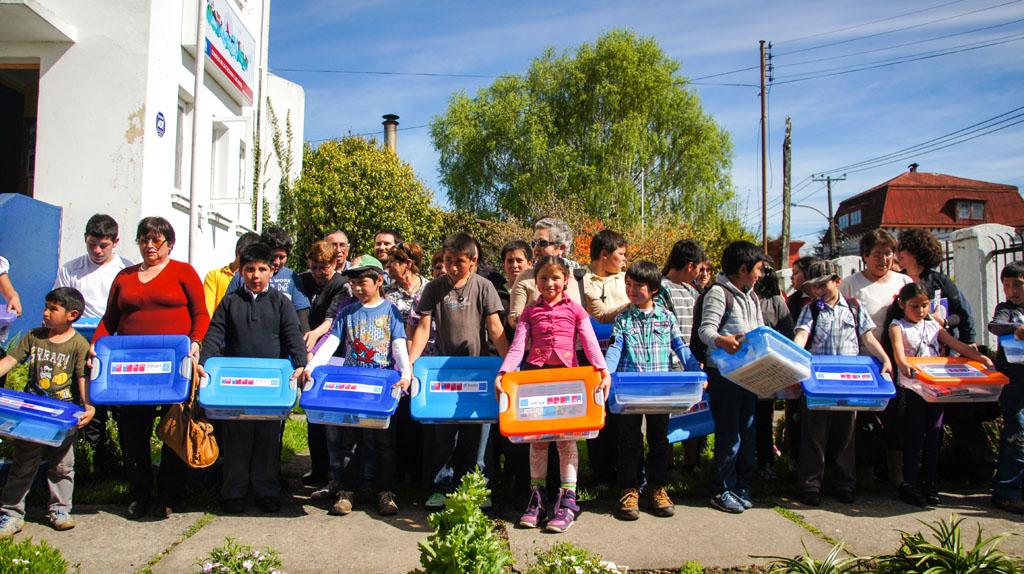 La entrega realizada por el Consejo de la Cultura benefició a 60 escolares de Lanco, Río Bueno, Mariquina y Valdivia que participan del programa Asesores Senior.