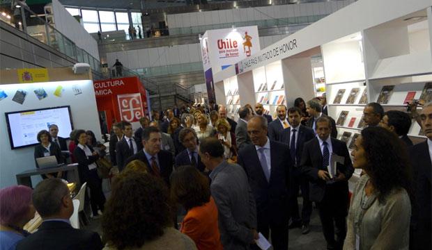 Ministro Ampuero en inauguración de Feria LIBER