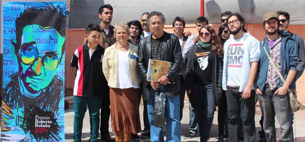 Ganadores del Premio Roberto Bolaño 2013 y escritor Hernán Rivera Letelier
