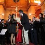 Ministro Ampuero asistió a concierto en Castro.