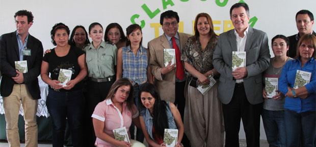 Ministro Roberto Ampuero culmina taller literario en la cárcel San Miguel
