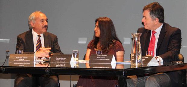 Teatro a mil en Valparaíso: alcalde de San Felipe, Carmen Romero y Ministro de Cultura Roberto Ampuero.