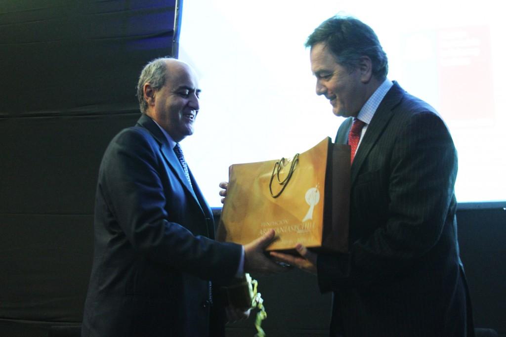 Ministro Ampuero junto a Ministro de Cultura de Malta, sede de la próxima cumbre mundial