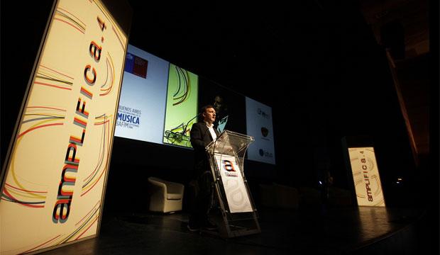 Rodrigo Sanhueza, Secretario Ejecutivo del Consejo de Fomento de la Música Nacional, anuncia la gestión de dos becas en Amplifica 4