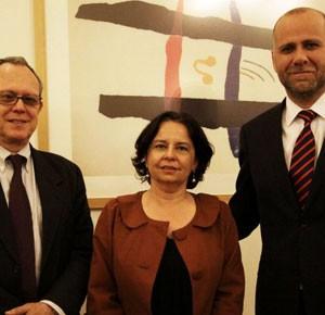 Ministros Barattini y Elizalde se reúnen con experto en libertad de expresión como parte de la agenda por mejorar oferta televisiva