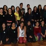 Participantes de Taller de Danza junto a bailarina y tallerista Natalia Goycoolea.