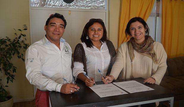 El alcalde de Pozo Almonte junto a las directoras de la FSP y el CNCA de Tarapacá