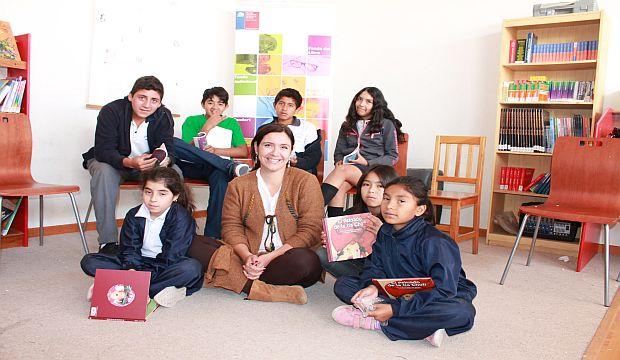 Donación de libros a escolares de Pisagua