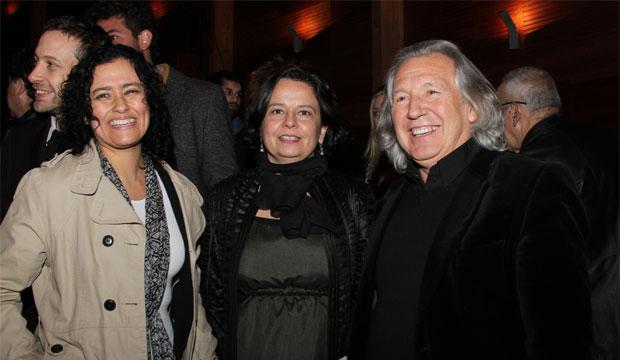 Ministra Claudia Barattini en la entrega del Premio Altazor 2014, junto a subdirectora Lilia Concha y Alejandro Guarello, presidente de la SCD.