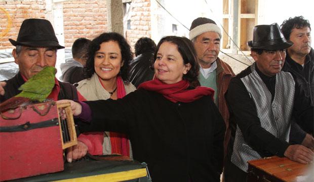 """Ministra Barattini junto a organillero de Cerro Las Cañas: """"Rescatamos el valor de la solidaridad y el símbolo de buena convivencia"""""""