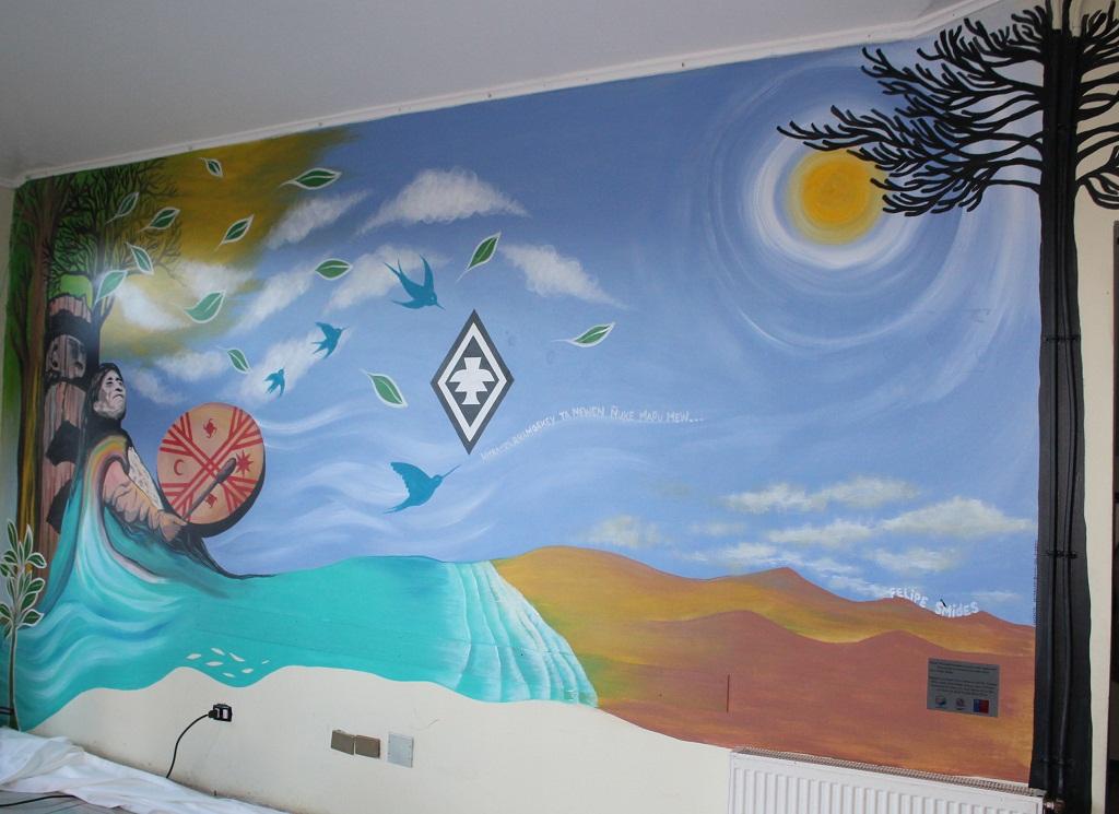 """Mural """"Witrampürramgekey ta newen ñuke mapu mew"""" en Cesfam Niebla"""