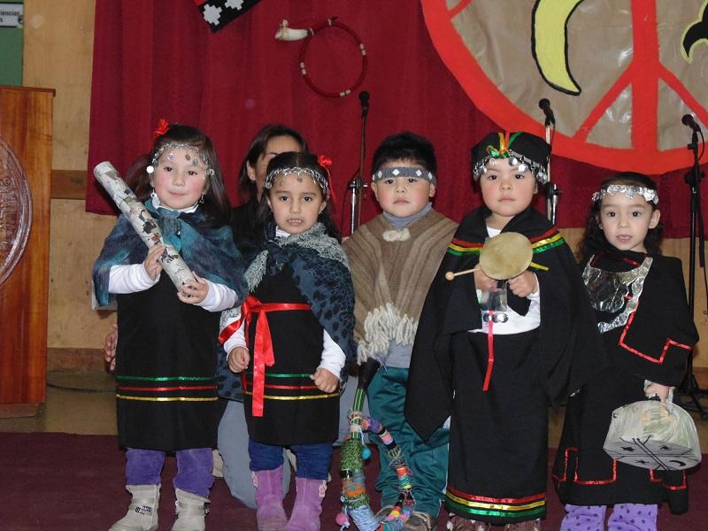 Niños y niñas de la Sala Cuna y Jardín Infantil Relmu Wepul.